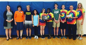 honor-credit-union-presenting-the-check-to-upton-middle-schools-students_300