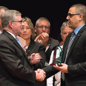 Doctor Hamel presting leo soorus leader award